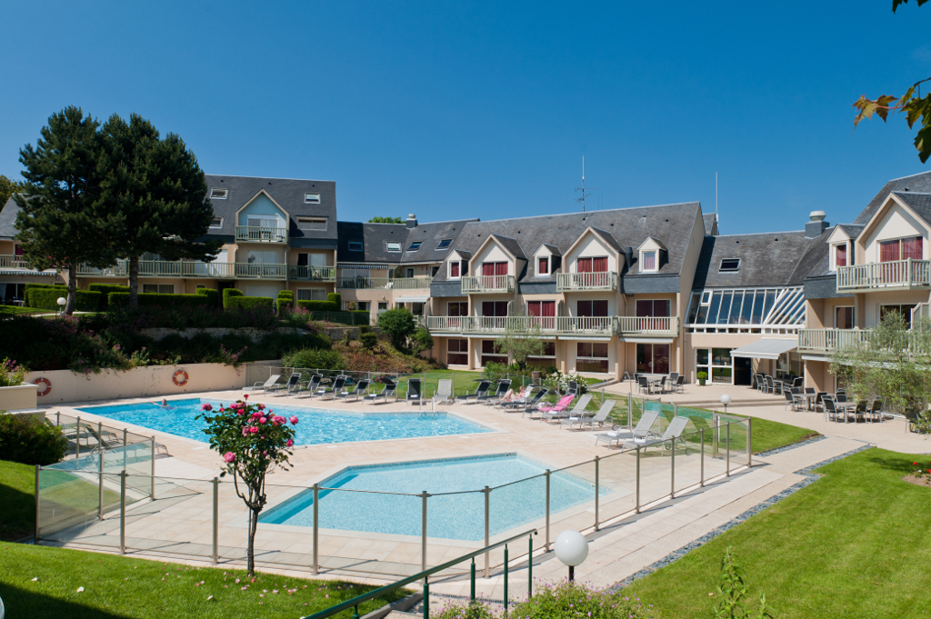 Contact us mercure hotel omaha beach in normandy for Club piscine boucherville telephone